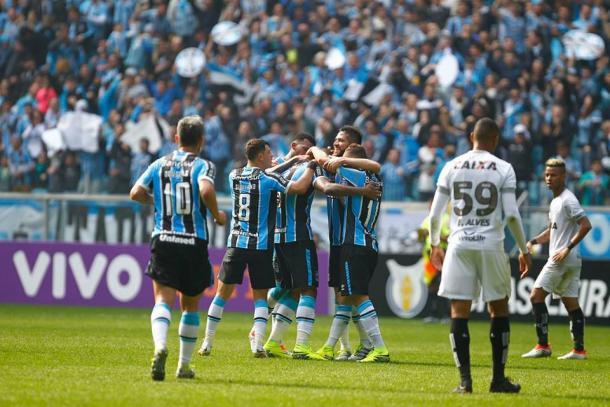 Bobô marcou no fim para decretar a vitória gremista (Foto: Divulgação/Grêmio)