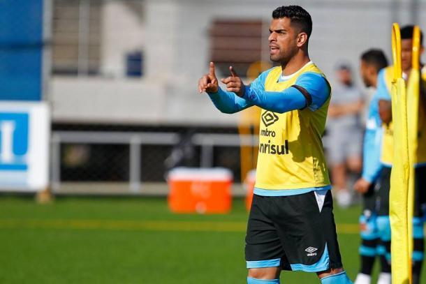 Capitão Maicon deverá retornar ao time titular diante do Sport (Foto: Divulgação/Grêmio)