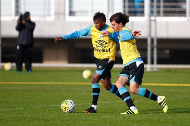 Miller Bolaños treinou normalmente e deverá ser o atacante titular do Grêmio (Foto: Divulgação/Grêmio)