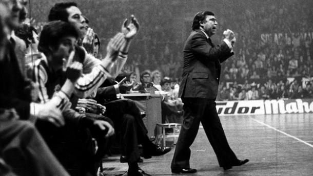 Pedro Ferrándiz dirigiendo al Real Madrid de la década de los años 60 y principios de los 70 | Fotografía: fuente desconocida por la antigüedad de la imagen