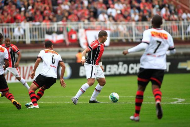 Mesmo com um a menos, Joinville seguiu melhor na partida (Foto: Divulgação/Joinville)