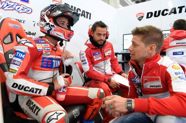 Receiving expert advice from former MotoGP champion and Ducati test rider Casey Stoner - www.facebook.com (Andrea Dovizioso)