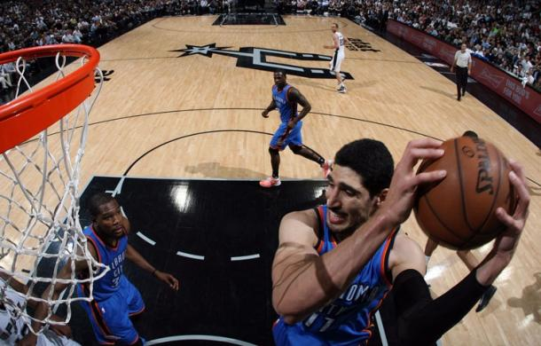 The Thunder dominated the boards behind contributions from Kanter (right), who finished with 13 rebounds | Photo: Layne Murdoch/NBAE via Getty Images
