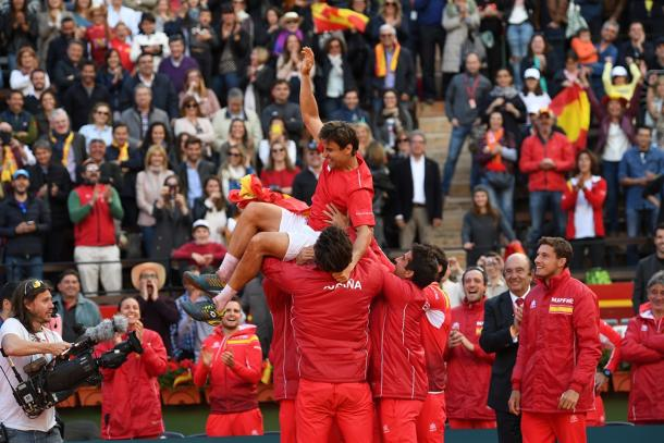 The Spanish team hoist David Ferrer onto their shoulders following his dramatic fifth-rubber victory to win the tie. Photo: Paul Zimmer/Getty Images