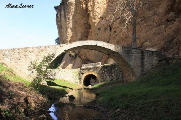 Puente romano sobre el Molinar. Imagen: AlmaLeonor