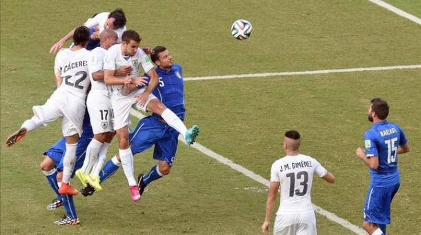 Gol de Godín ante Italia en el último Mundial de Brasil | Fuente: EFE.