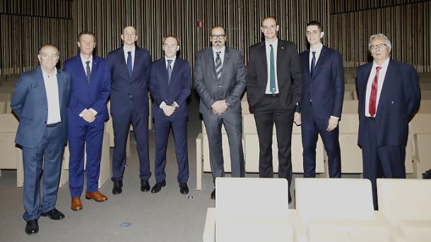 Los representantes de los equipos, con Hernández Rizo a la derecha | Fotografía: ACB.