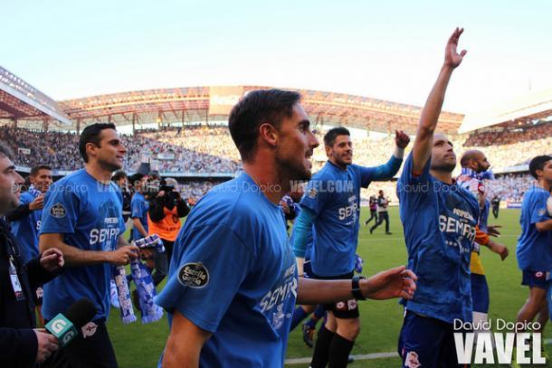 Marc Martínez durante la celebración del Deportivo a Primera División   Imagen: David Dopico (VAVEL)