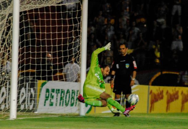 Com 22 pênaltis defendidos, Magrão mostra um dos seus pontos fortes para solidez na equipe (Foto: Williams Aguiar/Sport)