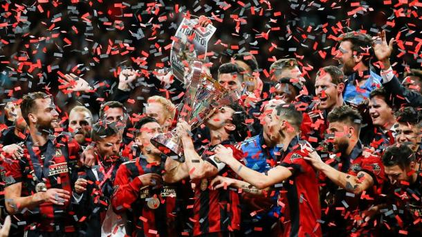 Parkhurst levanta la MLS Cup (wjla.com)