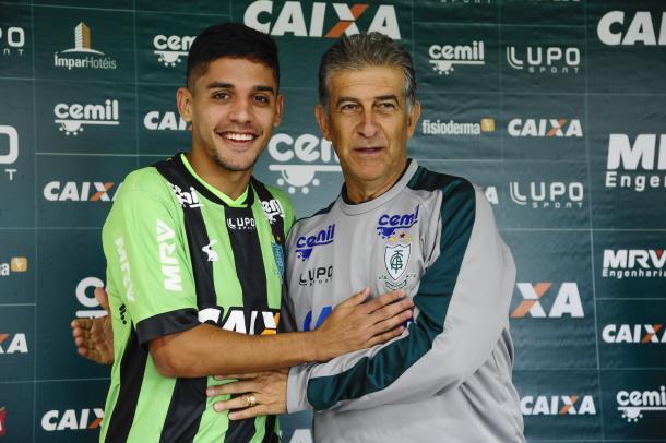 Já o jovem Neto moura, de 20 anos, chega para mostrar seu potencial no América-MG. (Foto: Panda Mourão/América-FC)