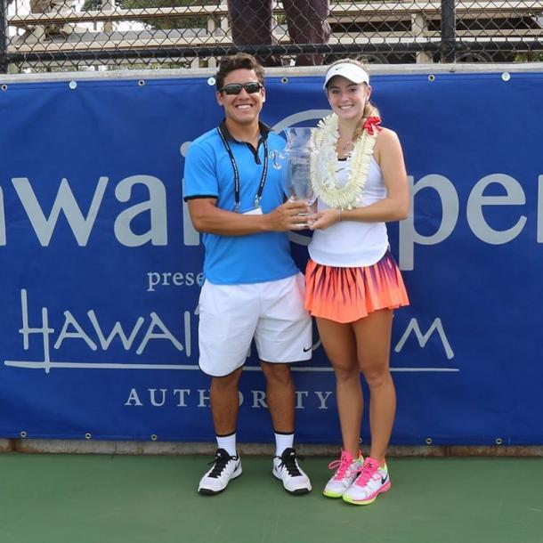 Catherine Bellis (R) and Anibal Aranda pose with the winner's trophy after Bellis won the 2016 Hawaiian Open. | Photo via Aranda's Instagram page