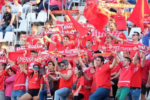 La afición pimentonera no dejó de animar al Murcia   Foto: Real Murcia