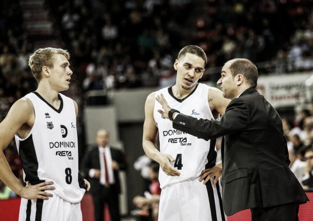 Durán da indicaciones a sus jugadores / Foto: ACB