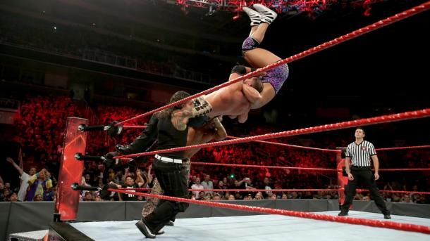 Momento exacto donde Jeff sufre la lesión. Foto: WWE