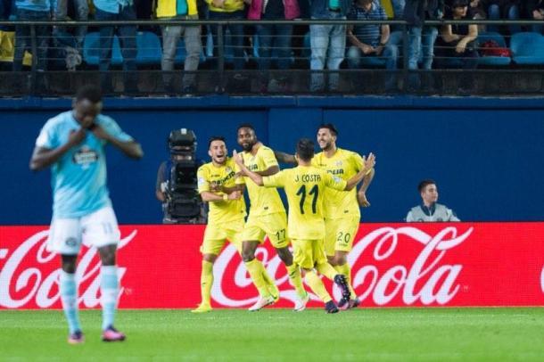 Los jugadores celebran el tercer gol | Foto: Silvestre Szpylma (VAVEl España)