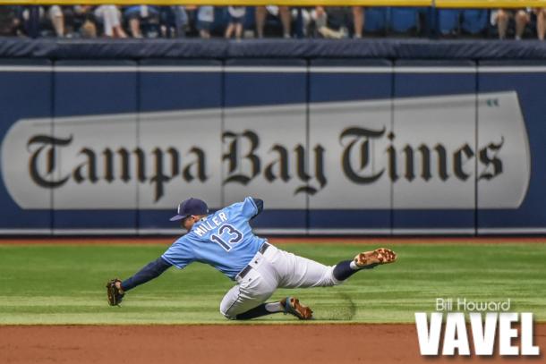 Brad Miller attempts a diving play off a Billy Butler ground ball. Photo: Bill Howard/ VAVEL USA