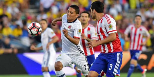 Paraguay's Gustavo Gómez (Right) attempting to slow down Colombia's Carlos Bacca (Left) in their 2-1 lost on Tuesday at the Rose Bowl. Photo provided by AFP.