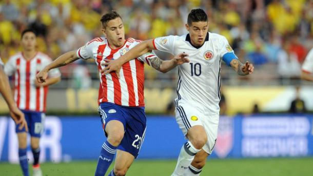 Paraguay's Robert Piris Da Motta (Left) attempting to slow Colombia's James Rodriguez (Right) in their 2-1 lost on Tuesday in the Rose Bowl. Photo provided by AFP.