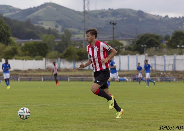 Magdaleno, subiendo la banda con el Bilbao Athletic | FOTO: Dawlad
