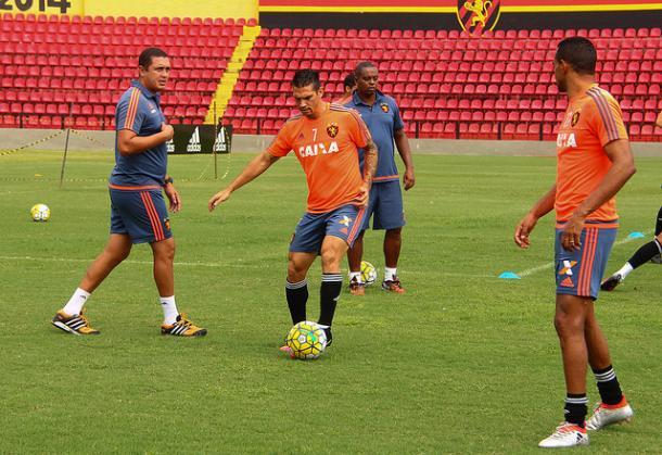 Chileno passou mais tempo no DM que em campo e desagradou a torcida (Foto: Williams Aguiar/Sport)
