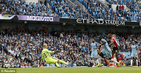 Above: Jermain Defoe striking home his equaliser in Sunderland's 2-1 defeat to Manchester City | Photo: Reuters