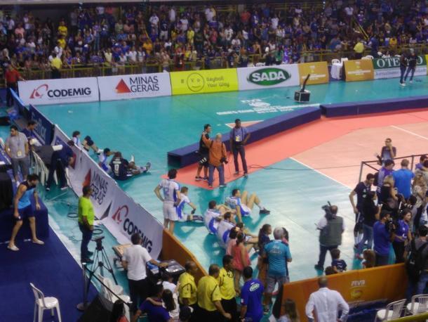 Jogadores do Zenit desolados após perderem por 3 a 0 (Foto: Charley Moreira/VAVEL Brasil)