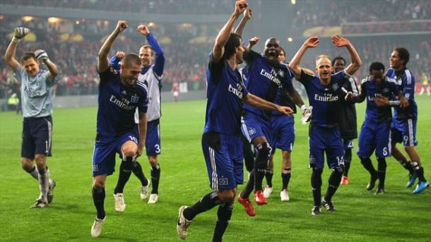 Ruud van Nistelrooy encabeza la celebración del empate en la ida ante el Fulham | Foto: UEFA