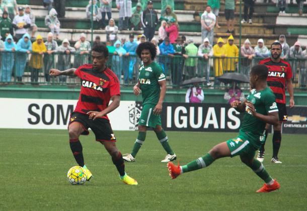 Leão mais uma vez teve atuação ruim e acabou derrotado (Foto: Williams Aguiar/Sport)