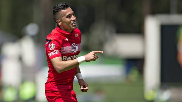 Toluca remonta a Puebla y saca a Chivas del fondo