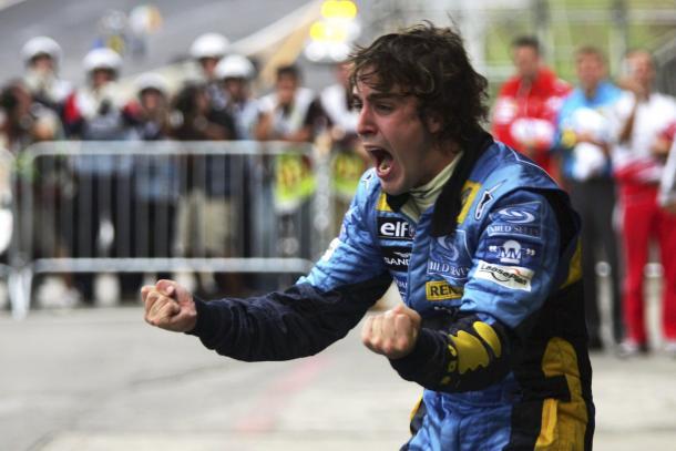 Alonso tras ganar su primer Mundial | Foto: Racing Press