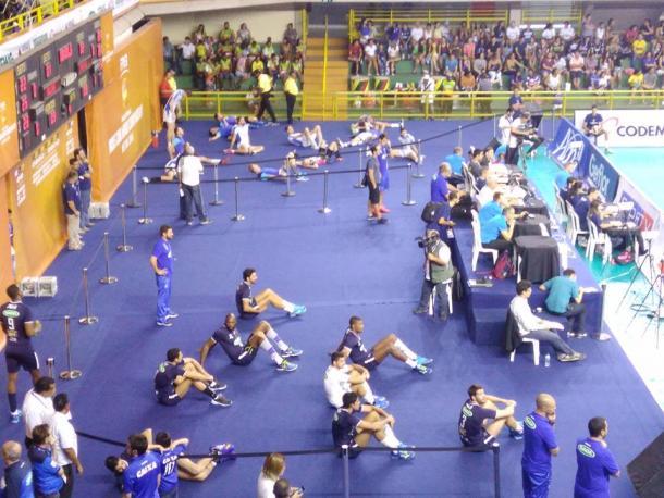 Jogadores no aquecimento (Foto: Charley Moreira/VAVEL Brasil)