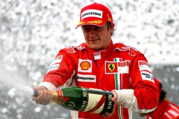 Raikkonen celebra il titolo del 2007