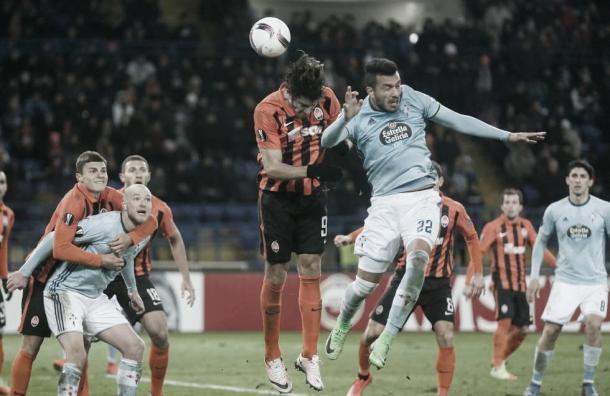 Cabral cabeceando el balón a gol ante el Shakhtar. | Fuente: EFE