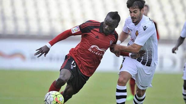 Lago jugando con el Mirandés ante su actual equipo | Foto: Marca.
