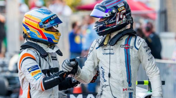 Alonso felicitando a Stroll después de su podio en Bakú. ¿Sucederá lo mismo en Daytona? Fuente: Getty Images