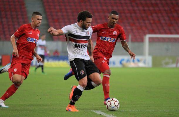 Tricolores e alvirrubros fizeram jogo equilibrado na Arena de Pernambuco (Foto: Rodrigo Baltar/Santa Cruz)