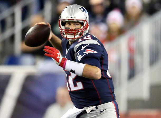 Tom Brady se dispone a lanzar. Fuente: NFL