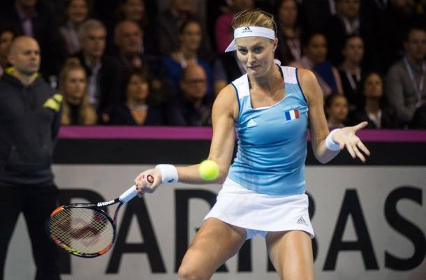 Mladenovic benefits from errors to take an important lead in the second set | Photo: Fed Cup