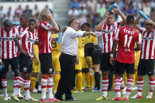 Dick Advocaat gives instructions to Jeremain Lens back when the two were at PSV Eindhoven. (Photo: VI Images via Getty Images)