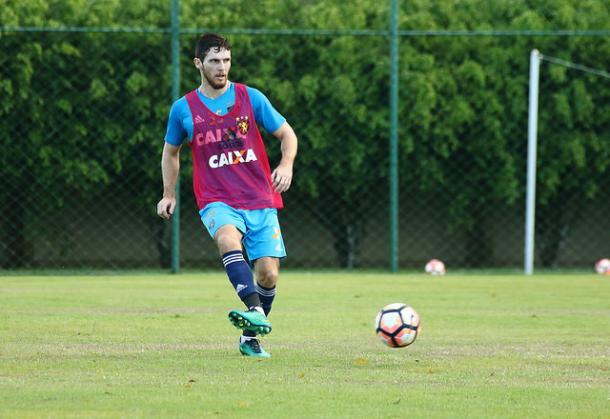 Raul Prata é o primeiro dos cinco em fim de contrato a renovar com o Leão (Foto: Williams Aguiar/Sport)
