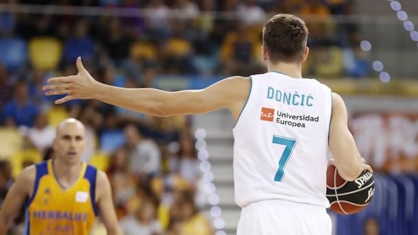 Doncic marcando jugada en un partido de Liga (ACB.com)