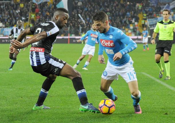 Insigne sfida Molla Wague. Fonte: www.facebook.com/UdineseCalcio1896