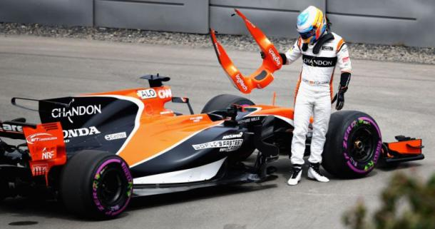 Alonso abandonando con su McLaren-Honda | Foto: Getty Imags