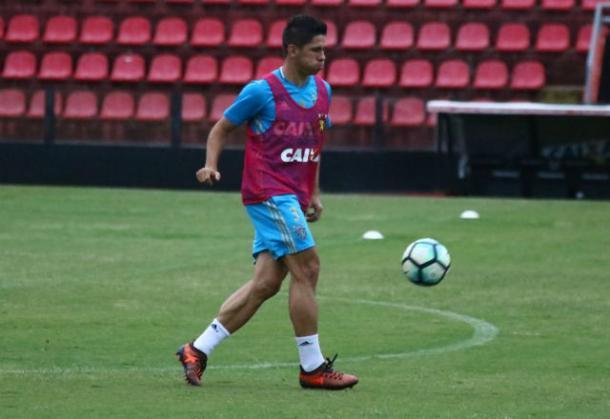 Osvaldo volta de suspensão automática e fica à disposição diante do Bahia (Foto: Williams Aguiar/Sport)