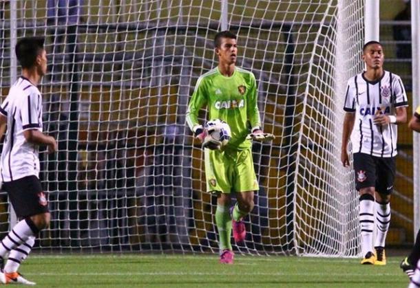 Titular, goleiro Everton estava presente na decisão da Copa do Brasil Sub-17 (Foto: Williams Aguiar/Sport)