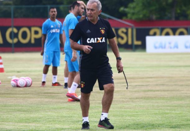 Estilo de treinamentos de Nelsinho foi elogiado pelo meio-campista leonino (Foto: Williams Aguiar/Sport)