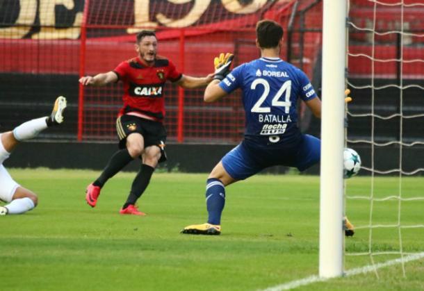 Lateral-esquerdo Sander abriu o placar e marcou o primeiro gol rubro-negro na temporada (Foto: Williams Aguiar/Sport)