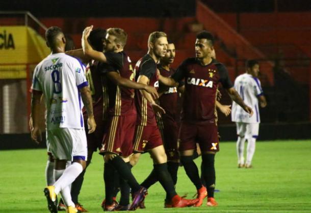 Gol de meia Thomás abriu vantagem para o Leão na partida (Foto: Williams Aguiar/Sport)