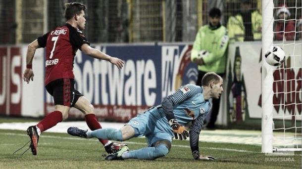 Niederlechner anotó el 1-1 para el Friburgo | Foto: Bundesliga